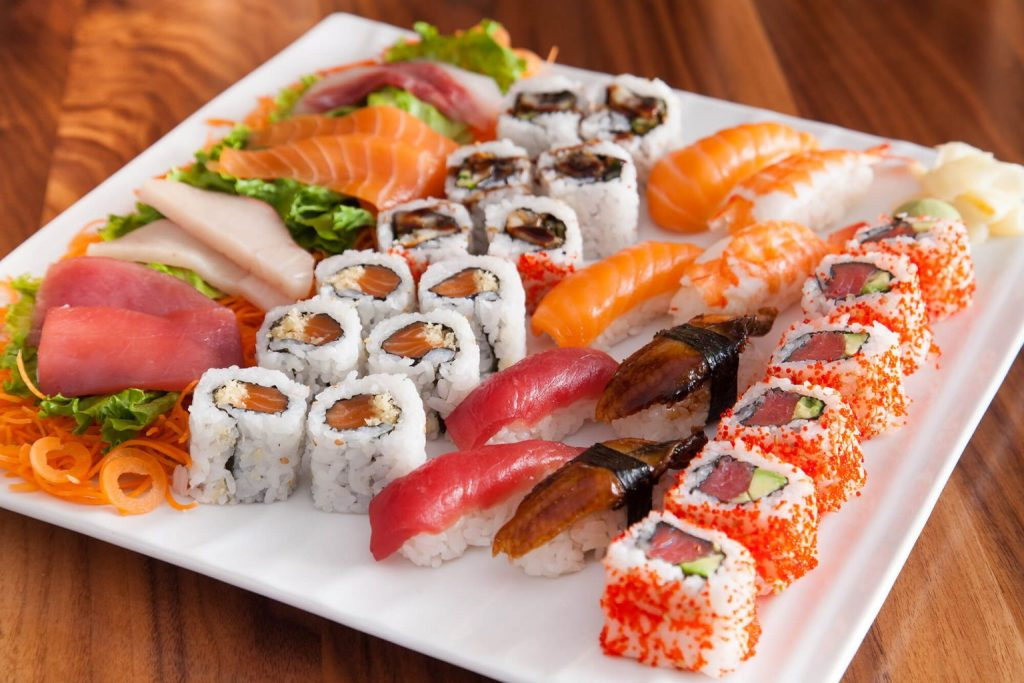 sushi_and_sashimi_for_two.jpg